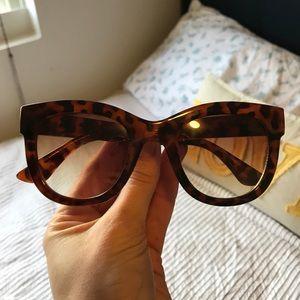 Franco Sarto Tortoise Shell Sunglasses 🕶Wayfarer